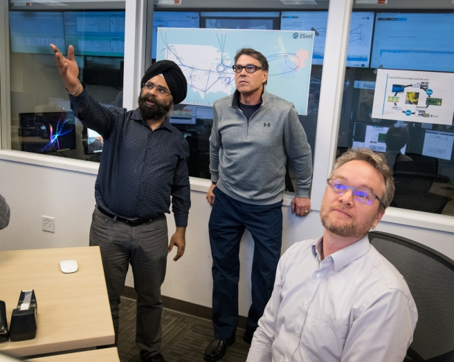 Secretary of Energy Rick Perry Learns About ESnet